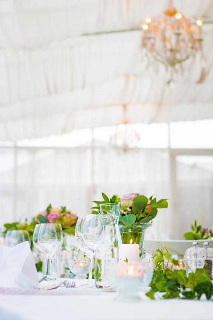 Catering bröllop bord och blommor